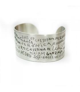 Brazalete personalizado grabado con nombres de niños de puño y letra para el profe