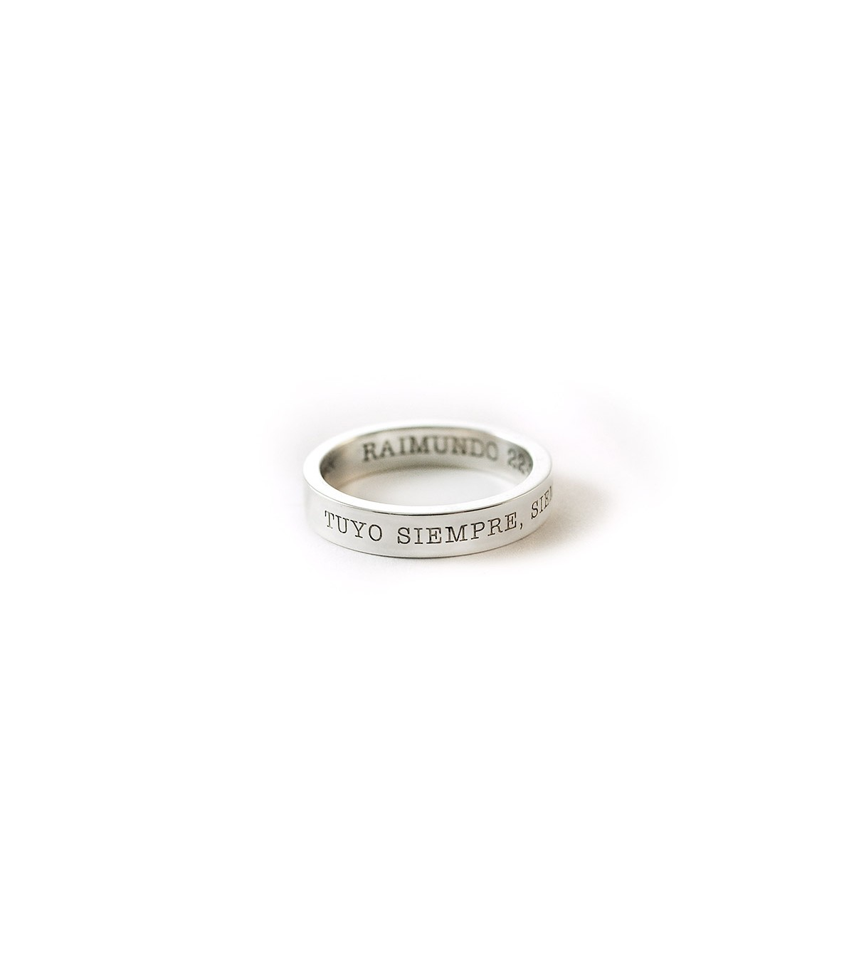 798e4a9c05f5 Anillo de plata personalizado Basic. Alianzas de compromiso