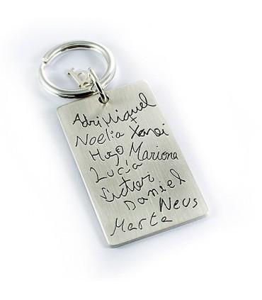 Llavero de plata personalizado con nombres