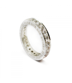 anillo personalizado de plata grabado con nombres y circonitas